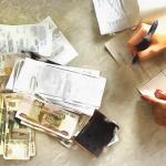 Можно ли приватизировать квартиру при наличии долгов по услугам ЖКХ?